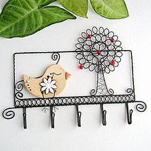 Nábytok - vešiak so stromom a vtáčikom - 9149824_