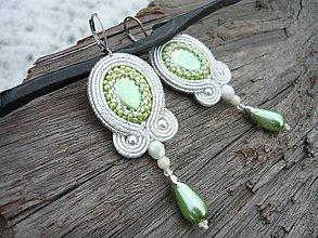 Náušnice - Soutache náušnice Svadobné Bielo-zelené - 9153040_