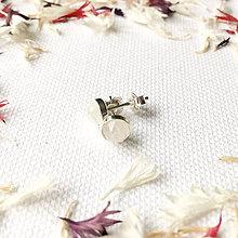 Náušnice - strieborné napichovačky 6 mm s mesačným kameňom - 9151828_