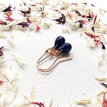 Náušnice - pozlátené strieborné náušnice s brúseným lapisom lazuli Daphne - 9151842_