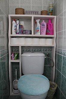 Nábytok - Polička za záchodovú misu z masívu - 9151582_