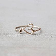 Prstene - Pozlátený prsteň so srdiečkom (zlato) - 9152209_