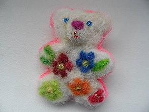 Odznaky/Brošne - macko s kvetinkami - 9151789_