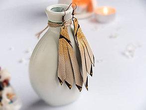 Náušnice - Náušnice: Indiánske pierka z kože (Béžová) - 9152145_