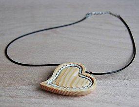 Náhrdelníky - Náhrdelník - drevené srdiečko 7 - 9157245_