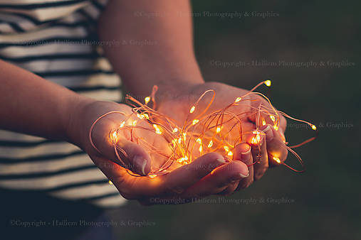 Svetlo v dlaniach