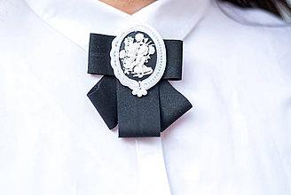Odznaky/Brošne - Soutache brošňa Candice pod golier - 9159651_