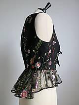 Topy - vesta s výšivanými kvetmi - 9161872_