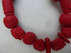Náramky - červený náramok z fima - 9160702_