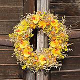 Dekorácie - Žlto-oranžový veniec na dvere - 9160519_