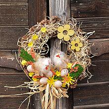 Dekorácie - Jarný šiškový veniec s kuriatkami - 9163372_