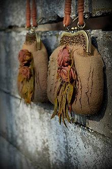 Kabelky - Vintage hodvábno-vlnená kabelka vo farbe starého zlata - 9161823_