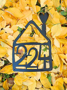 Tabuľky - Kovová tabuľka s číslom v tvare domu - 9168131_