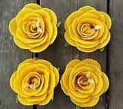 Růže z včelího vosku - svíčka