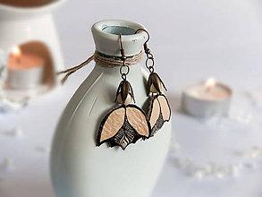 Náušnice - Náušnice: Kvetina na retiazke (6,5 cm - Béžová) - 9166837_