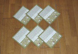 Úžitkový textil - Podšálky, podložky pod šálky, poháre ZAJAČIKOVIA NA LÚKE - dva varianty (1 zelená obruba) - 9175734_