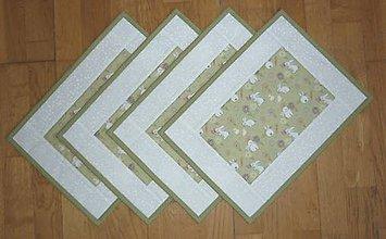 Úžitkový textil - Prestieranie ZAJAČIKOVIA NA LÚKE - dva varianty (zelená obruba) - 9176139_