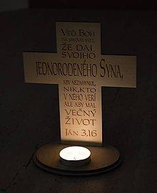 Svietidlá a sviečky - kríž - svietnik, s gravírovaním - 9174278_