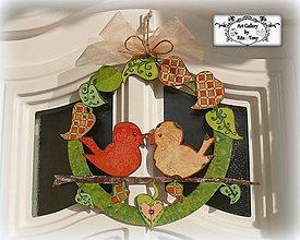 Dekorácie - Vtáčikový venček s veselými farbami :) - 9176521_