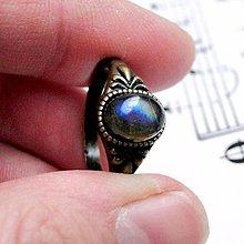Prstene - Simple Mini Bronze Gemstone Ring / Jemný bronzový prsteň s minerálom (Labradorit modrý) - 9177629_