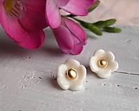 Náušnice - Květinky do ouška - bílé - 9181362_