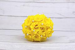 Kytice pre nevestu - VÝPREDAJ! Saténová kytica žltá ruže - 9179871_