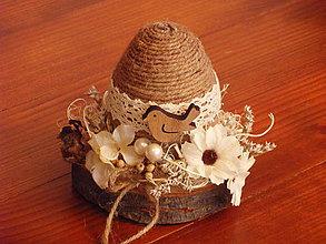 Dekorácie - Veľkonočné jutové vajíčko s vtáčikom na drevenom pláte - 9179333_