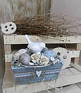 Dekorácie - Veľkonočná dekorácia v drevenej bedničke s vtáčikom - 9182484_