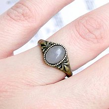 Prstene - Simple Mini Bronze Gemstone Ring / Jemný bronzový prsteň s minerálom (Šedý jadeit) - 9184289_
