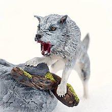 Iné - Vlk - stojan na fajku - 9182539_