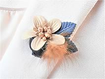 Odznaky/Brošne - Tmavomodrá kožušinová kvetinová brošňa pin - 9182781_