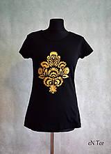 Tričká - Maľované tričko so zlatým ľudovým vzorom - 9185594_