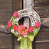 Dekorácie - Jarný venček na dvere so sliepočkou - 9189443_