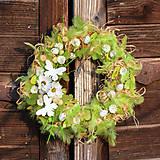 Dekorácie - Zelený veľkonočný veniec s motýľmi - 9189779_