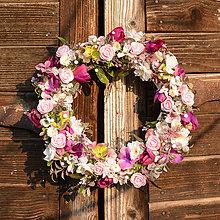 Dekorácie - Ružovo-fialový venček - 9190427_