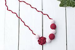 Náhrdelníky - Ruža - háčkovaný, nielen dojčiaci náhrdelník - 9193679_