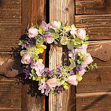 Dekorácie - Jemný ružový venček - 9190567_