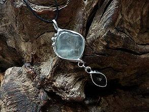 Náhrdelníky - Pre jemnú bytosť (fluorit, šedý mesačný kameň) - 9190536_