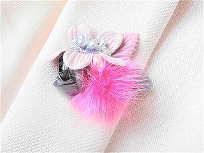 Odznaky/Brošne - Cyklamenová fuchsiová kožušinová kvetinová brošňa pin - 9191867_