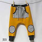 - Žlté tepláky so sivým vreckom veľkosť 86 - 9200927_