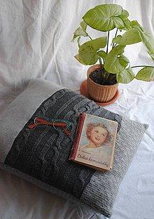 Úžitkový textil - Šedý svetrový vankúš - 9198008_