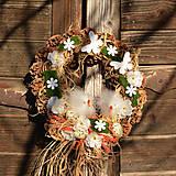 Dekorácie - Jarný šiškový veniec s kuriatkami - 9201625_