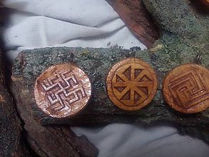 Iné šperky - oberegy vyrezávané - 9207316_
