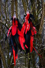 Extravagantné červeno čierne náušnice z peria