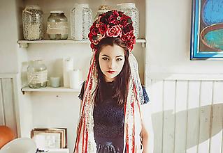 Ozdoby do vlasov - Červená svadobná parta so stuhami a čipkami - 9206853_