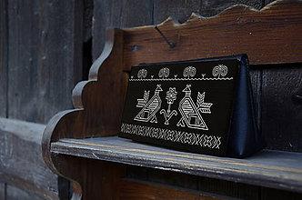 Kabelky - DREVENÁ KABELKA ČIČMANY (20x10x5cm - Čierna/palisander) - 9213902_