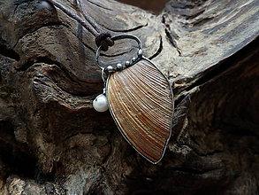 Náhrdelníky - Čo vody rozprávajú (mušľa, riečna perla) - 9214582_