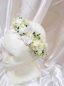 Ozdoby do vlasov - Svadobný biely kvetinový venček do vlasov so stuhou na viazačku - 9212214_