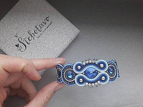 Náramky - modrý štebotavý náramok - 9215935_