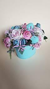 veľkonočná ikebana mint s ružovou